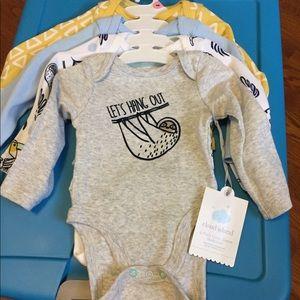 NWT Cloud island 4 pack of bodysuits newborn